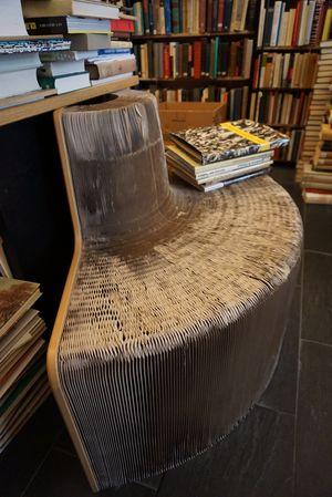 Sitz in Form eines Buches