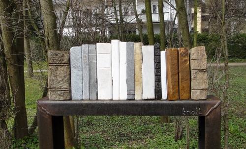 Bücher aus Stein