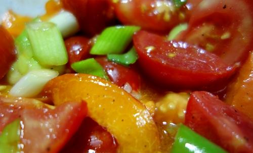 Aprikosen-Tomaten-Salat