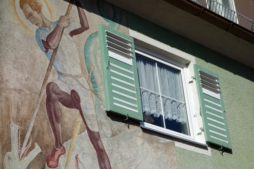 Fenster mit Drachtöter