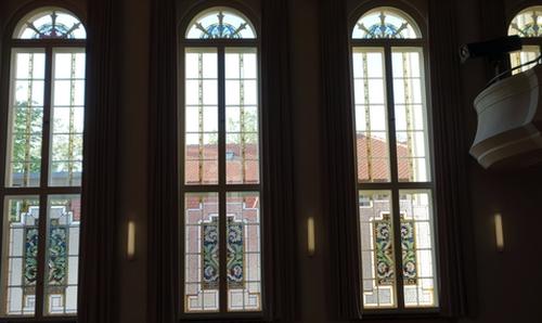 Fensterfront im Johnannes-Brahms-Saal