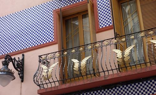 Fenster mit Balkon in Zaragoza