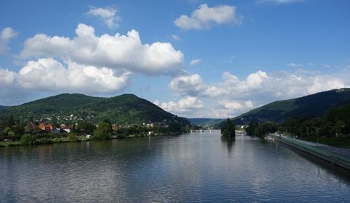 Blick ins Neckartal von der Ernst-Walz-Brücke