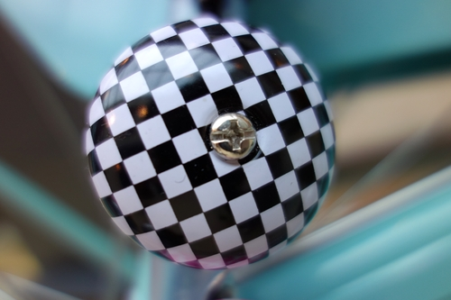 Klingel mit Schachbrettmuster