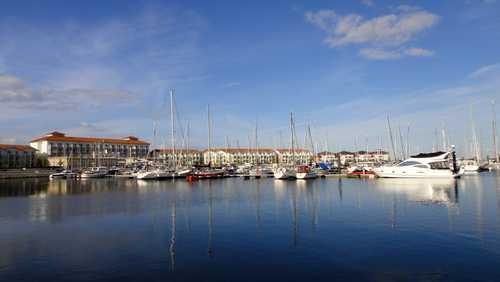 Blick auf das Iberhotel vom Fischereihafen