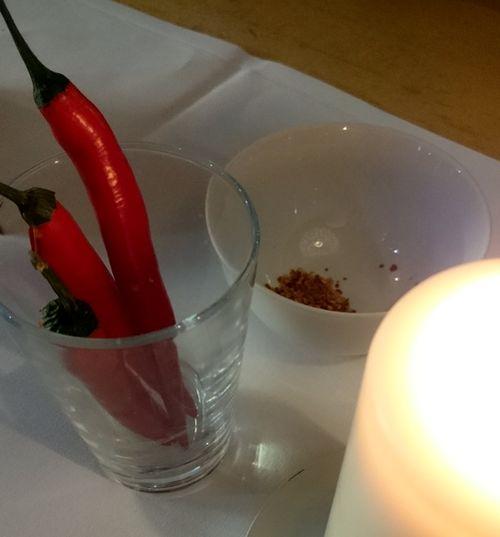 Rote Pepperoni als Deko