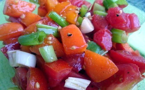 Tomaten-Aprikosensalat