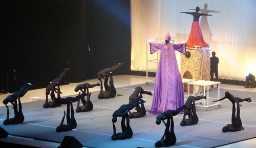 Papst feiert eine schwarze Messe....