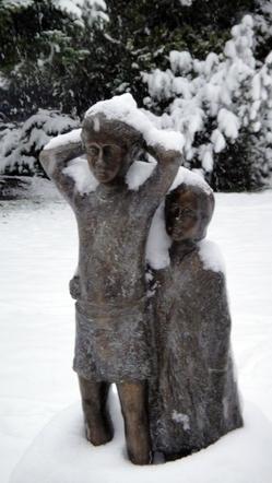 Kinderfiguren aus Bronze