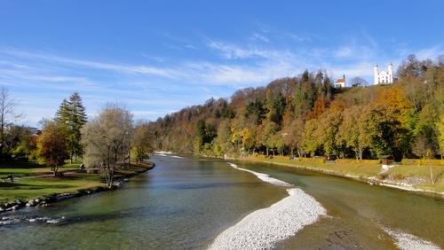 Blick auf die Isar und  den Kalvarienberg