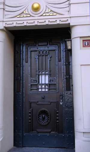 Tür in Zähringer Strasse 1