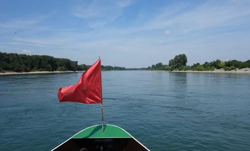 Fahrt auf dem Rhein